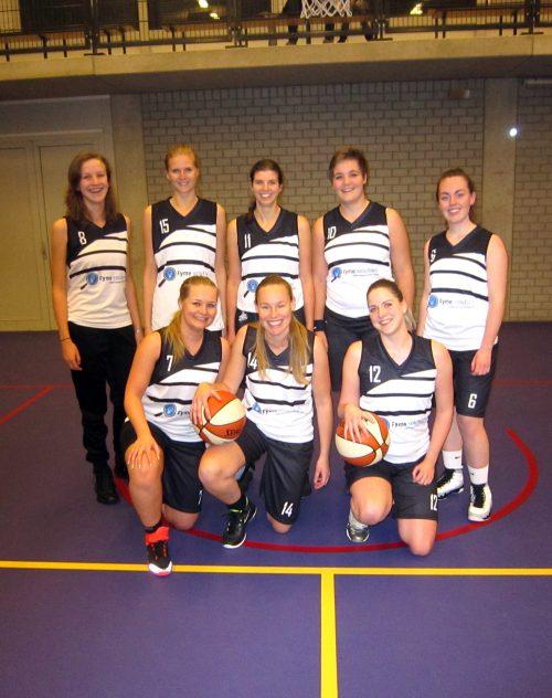 Dames 2 in het nieuwe tenue van Basketball Totaal
